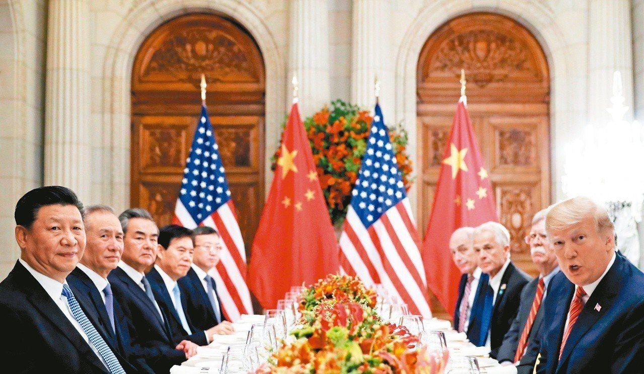 美國總統川普(右)和中國國家主席習近平(左)去年十二月在阿根廷布宜諾斯艾利斯舉行...