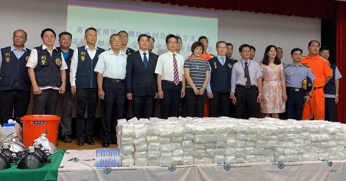 屏東地檢署成立專案小組歷經兩年蒐證,在海上查獲507.3公斤K他命,地檢署昨公布...