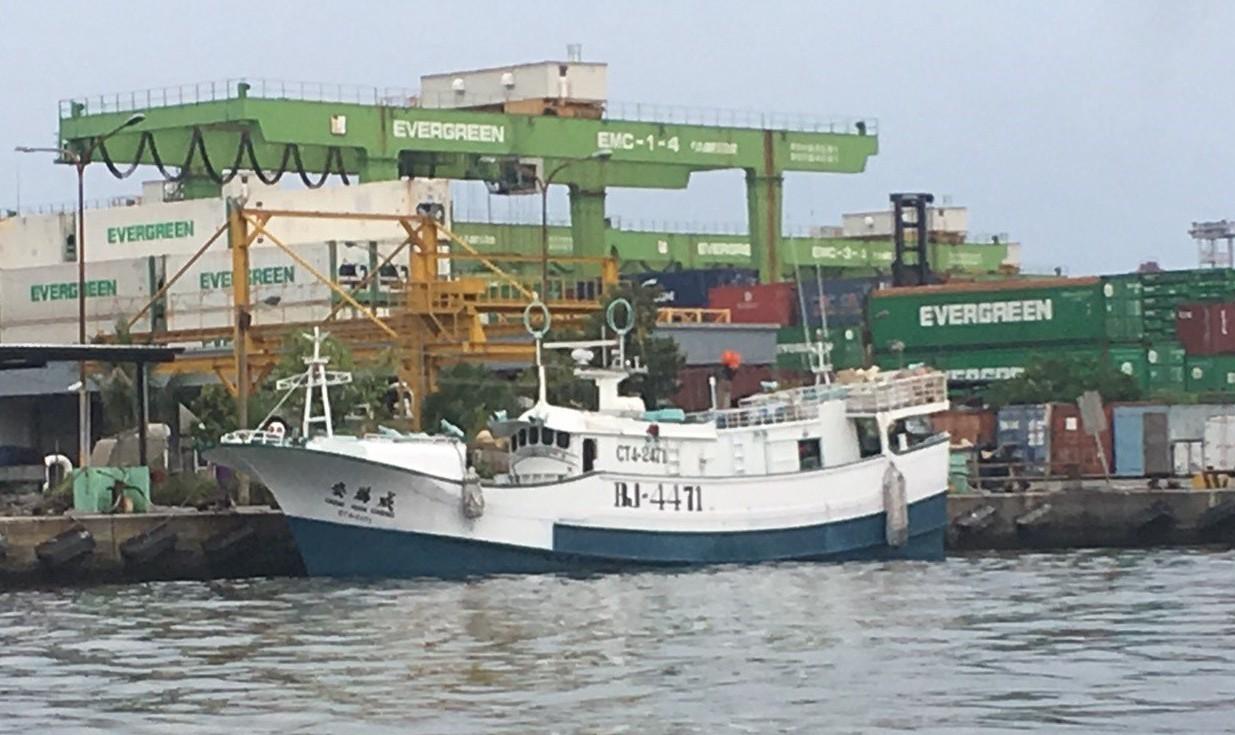 涉嫌在海上交易毒品的屏東籍漁船慶滿成號。 圖/屏東地檢署提供