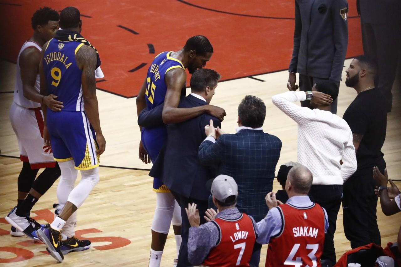 NBA/KD跟腱撕裂 巴克利:勇士球團該負責