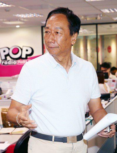 爭取國民黨總統提名的鴻海董事長郭台銘接受POP Radio廣播專訪。記者杜建重/...