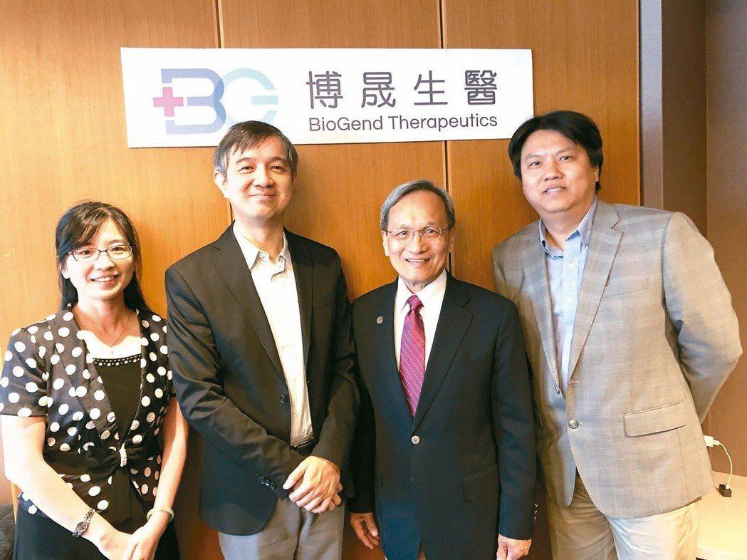 博晟團隊陣容完整,包括副總經理蕭嘉玲博士(左起)、董事長陳德禮醫師、執行長林滄城...