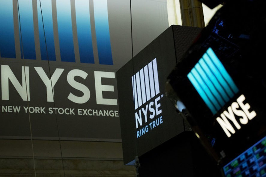 Technology stocks pull the market down The Dow Jones Index