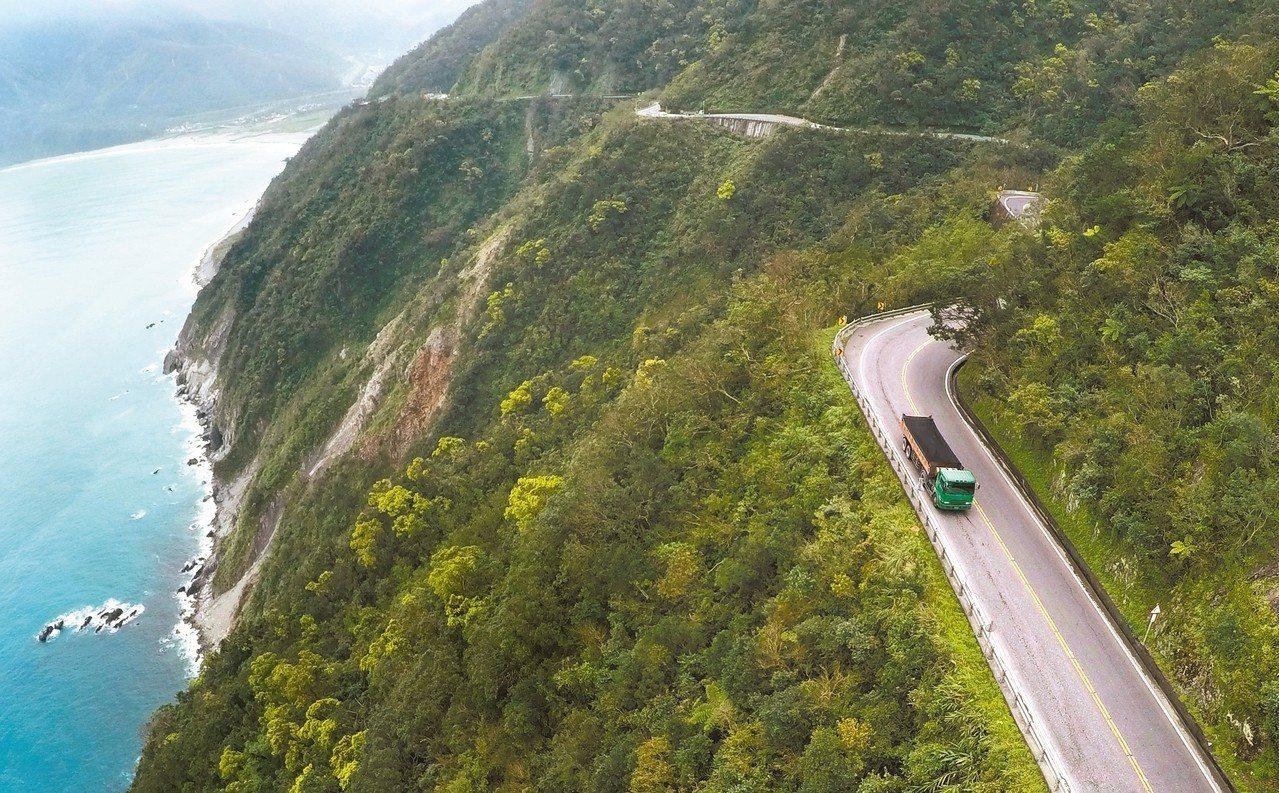 蜿蜒的蘇花公路承載了無數往返花東旅客的血淚,在蘇花改陸續逐段通車後,國人對下一階...
