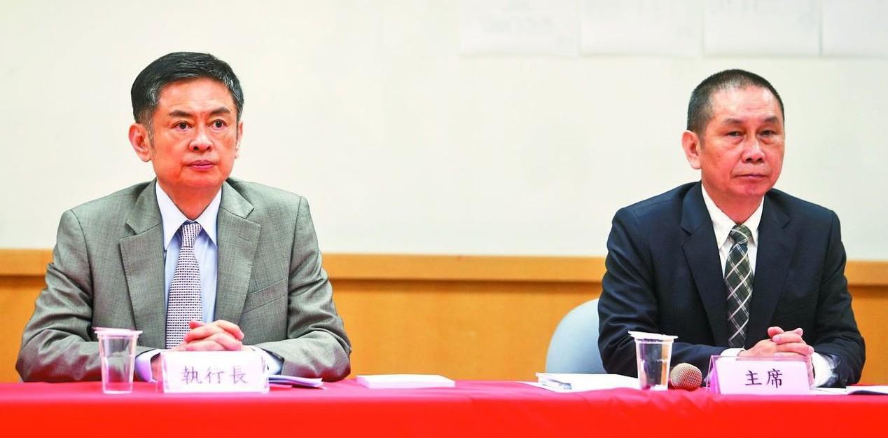 大立光今召開股東常會,董事長林恩舟(右)、執行長林恩平(左)雙出席。 記者黃仲裕...