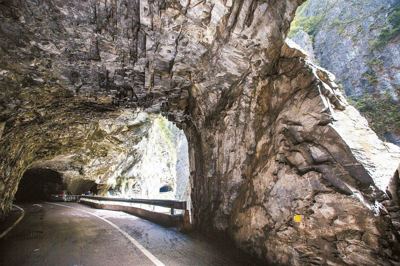 中橫太魯閣沿線穿大理岩峽谷,形成獨特的景觀。 聯合報系資料照片