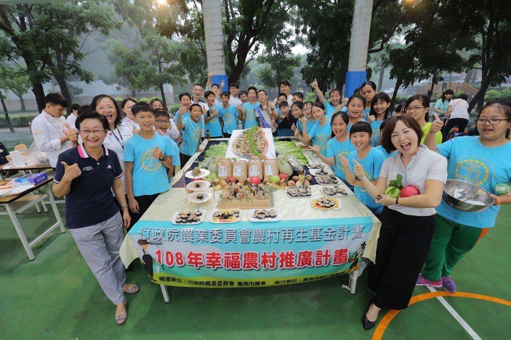 嘉藥餐旅系結合歸仁農會與紅瓦厝國小舉辦「米食創意饗宴」。 嘉藥/提供