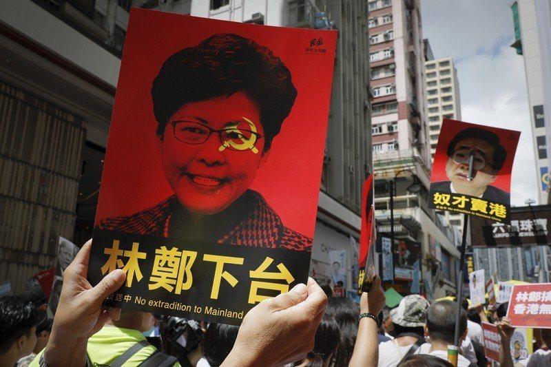 香港特首林鄭月娥不顧103萬民眾的抗議行動,6月10日宣布續審逃犯條例。 圖/美聯社