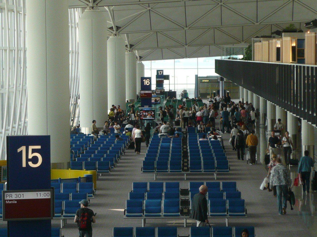 由於《逃犯條例》修法後所影響的,是所有在港人士,換言之,只要台灣人在港轉機、過境...