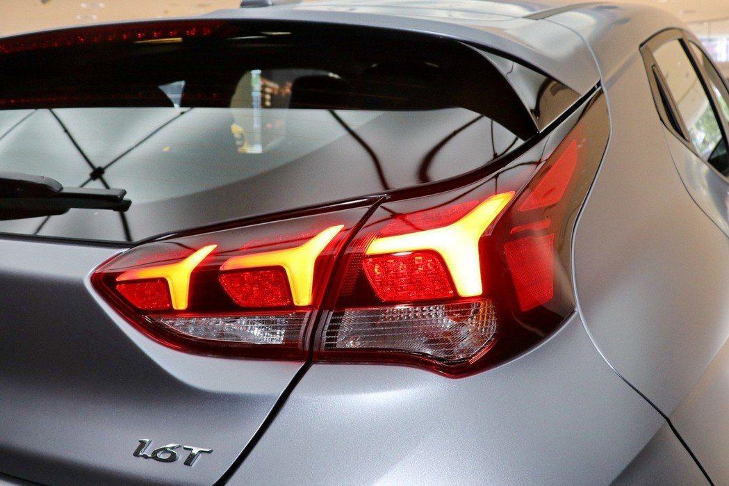車尾箭矢型LED尾燈頗具辨識度。 記者陳威任/攝影