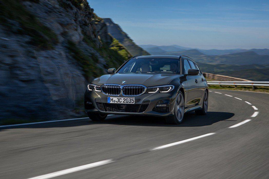 新世代BMW 3 Series Touring (G21) 汽油動力車型包括32...