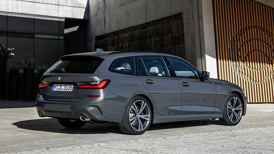 新世代BMW 3 Series Touring (G21) 柴油頂歸動力由330...