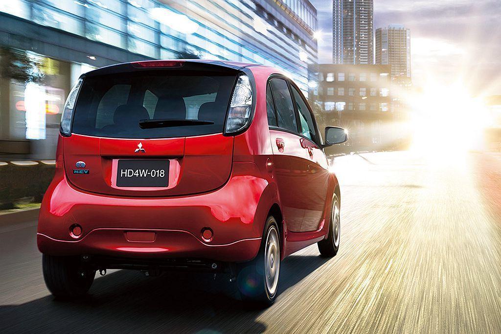 三菱i-MIEV電動車具備64ps馬力、16.3kgm扭力表現,搭配16.0kW...