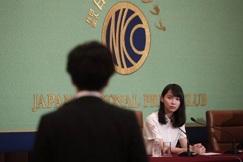 香港眾志成員,22歲的周庭,在日本東京的記者俱樂部舉辦記者會。 圖/美聯社