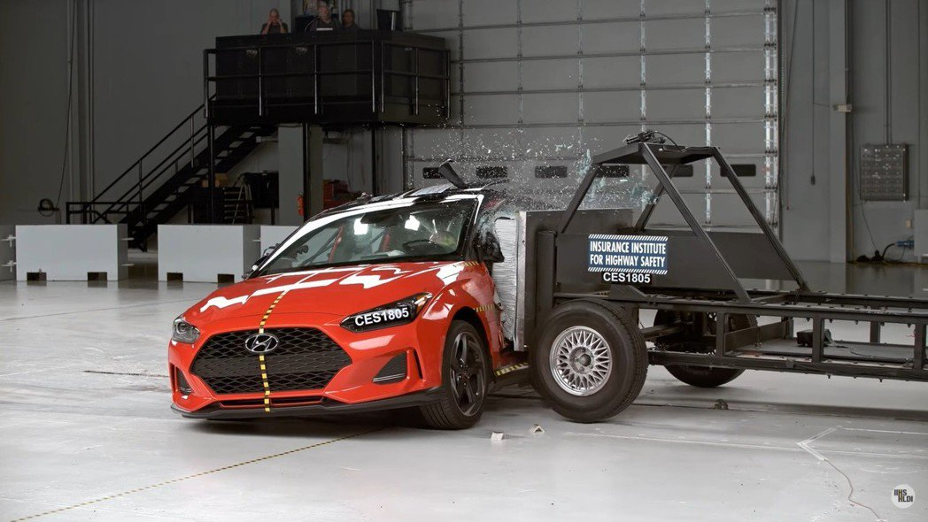 第二代Hyundai Veloster在IIHS的撞測成績在近期出爐了。 圖/截...