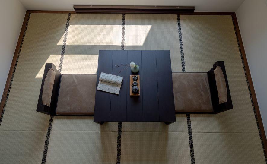 (圖)設計師在各間採用不重複的榻榻米滾邊,從細節處開始積累,打造出每個獨立空間中...