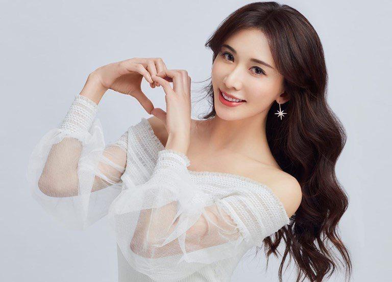 林志玲閃嫁日本放浪兄弟成員AKIRA。翻攝自林志玲臉書