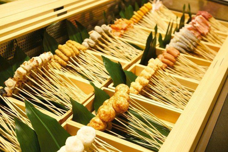 串家物語提供超過30種食材,讓民眾現炸現吃。圖/串家物語提供