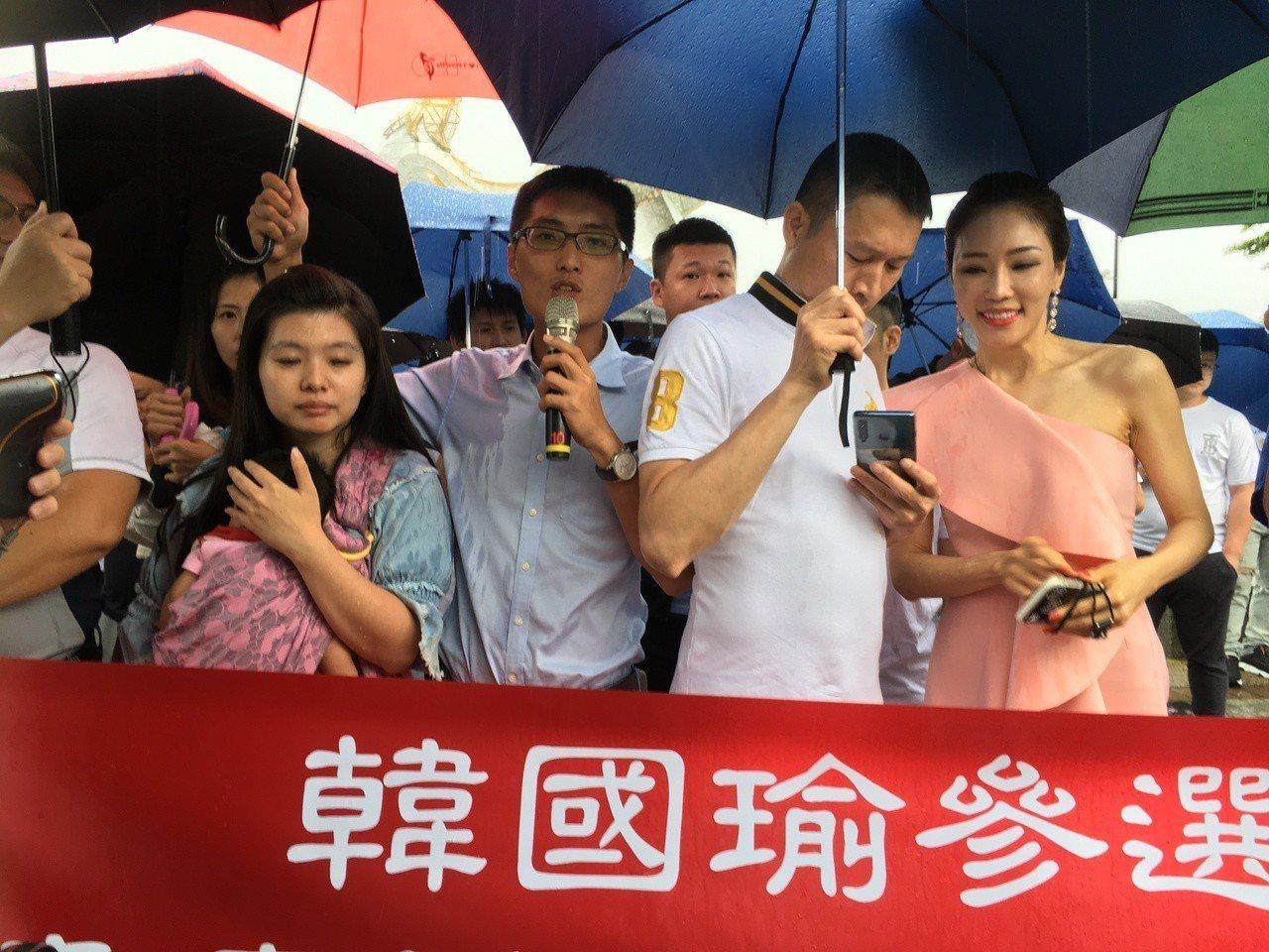 由韓粉自組成立的韓國瑜參選總統青年後援會,今天在雲林縣成軍,目前已有200多人報...
