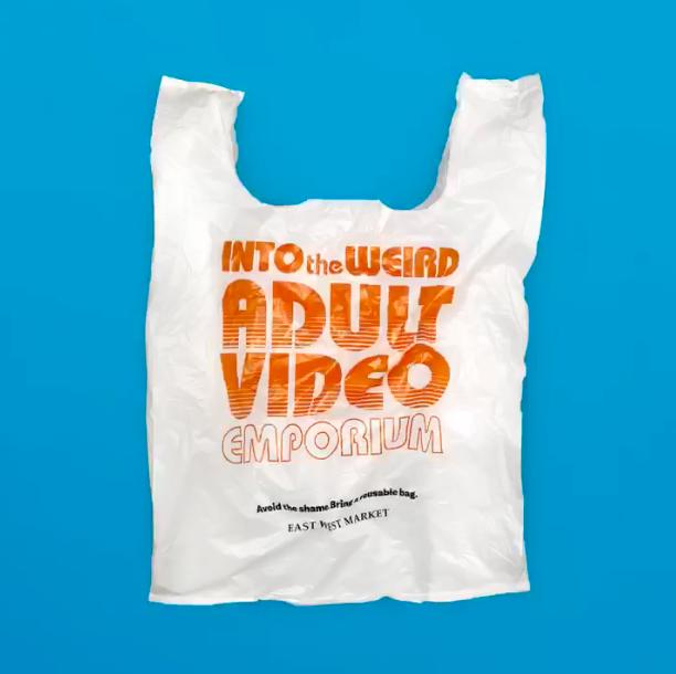 East West超市推出可恥塑膠袋,目的為降低顧客使用一次性塑膠袋。取自Eas...
