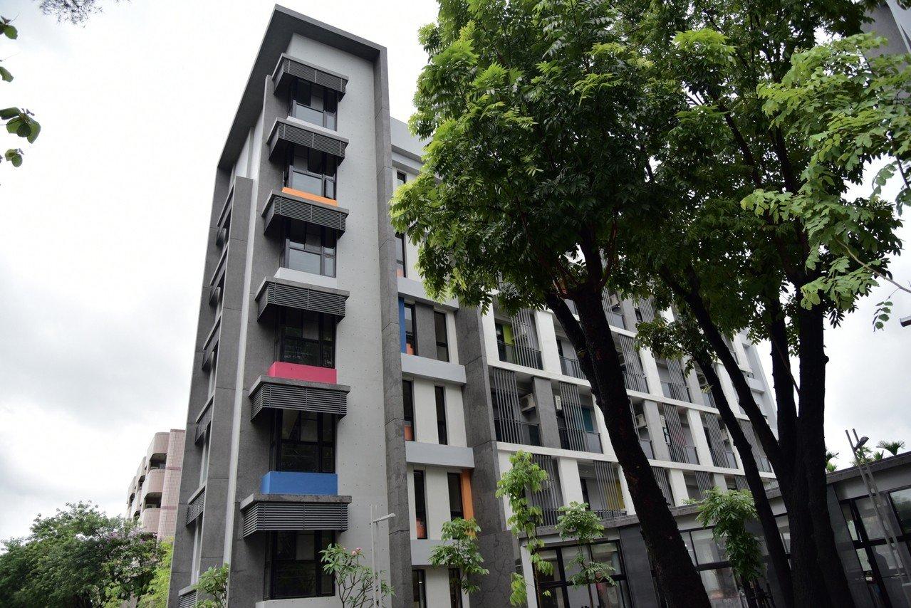 屏東大學學生第二宿舍昨日落成啟用,下學期開始即可入住。記者江國豪/攝影