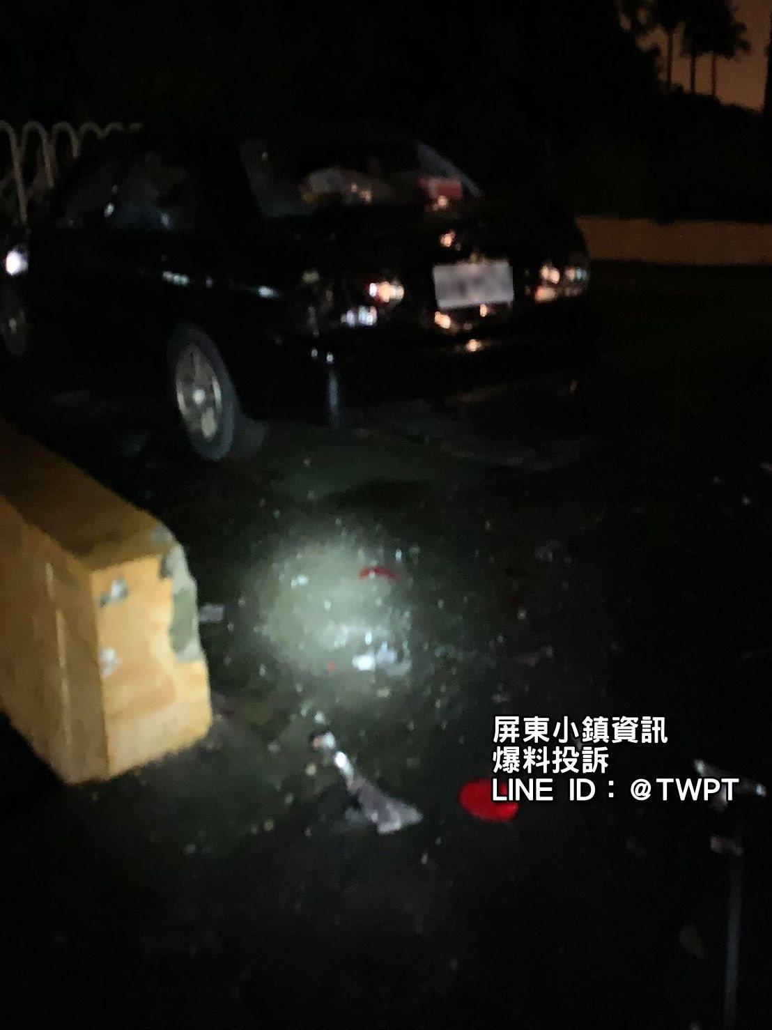男子車輛也遭亂棒砸車,車窗玻璃全碎。記者江國豪/翻攝