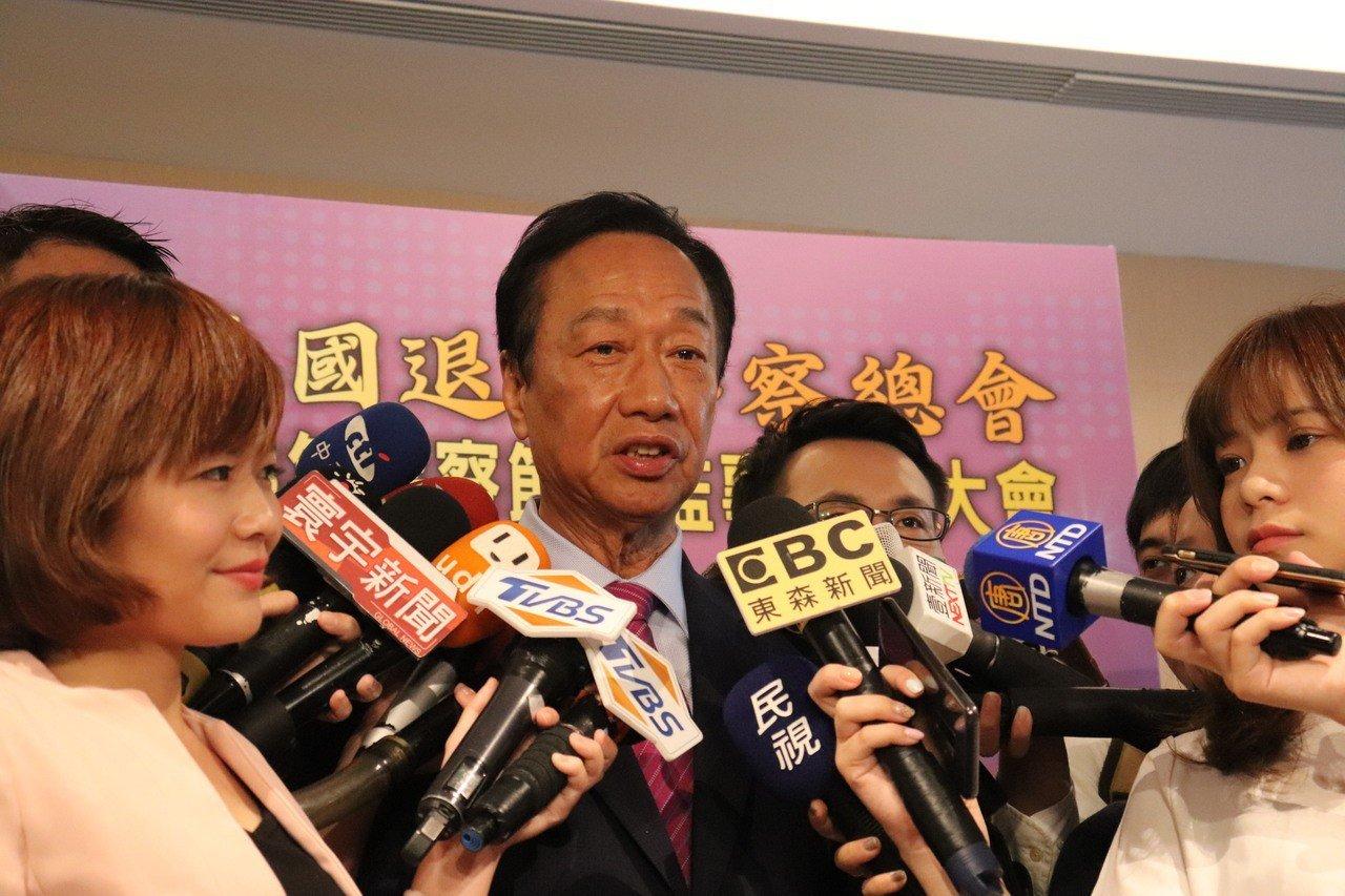 國民黨總統初選參選人郭台銘(圖)表示,韓國瑜是我兄弟,將來國民黨不論是誰勝出,如...
