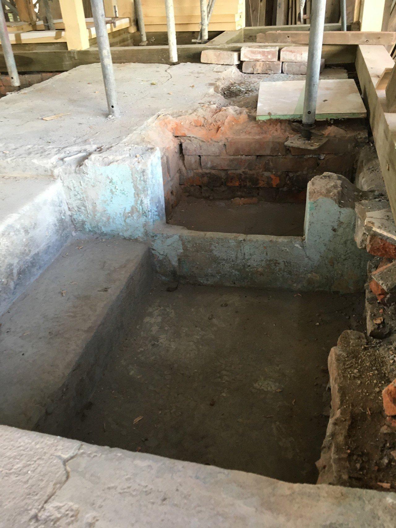基隆市定古蹟校官眷舍 發現神秘階梯及隱藏泡湯風呂