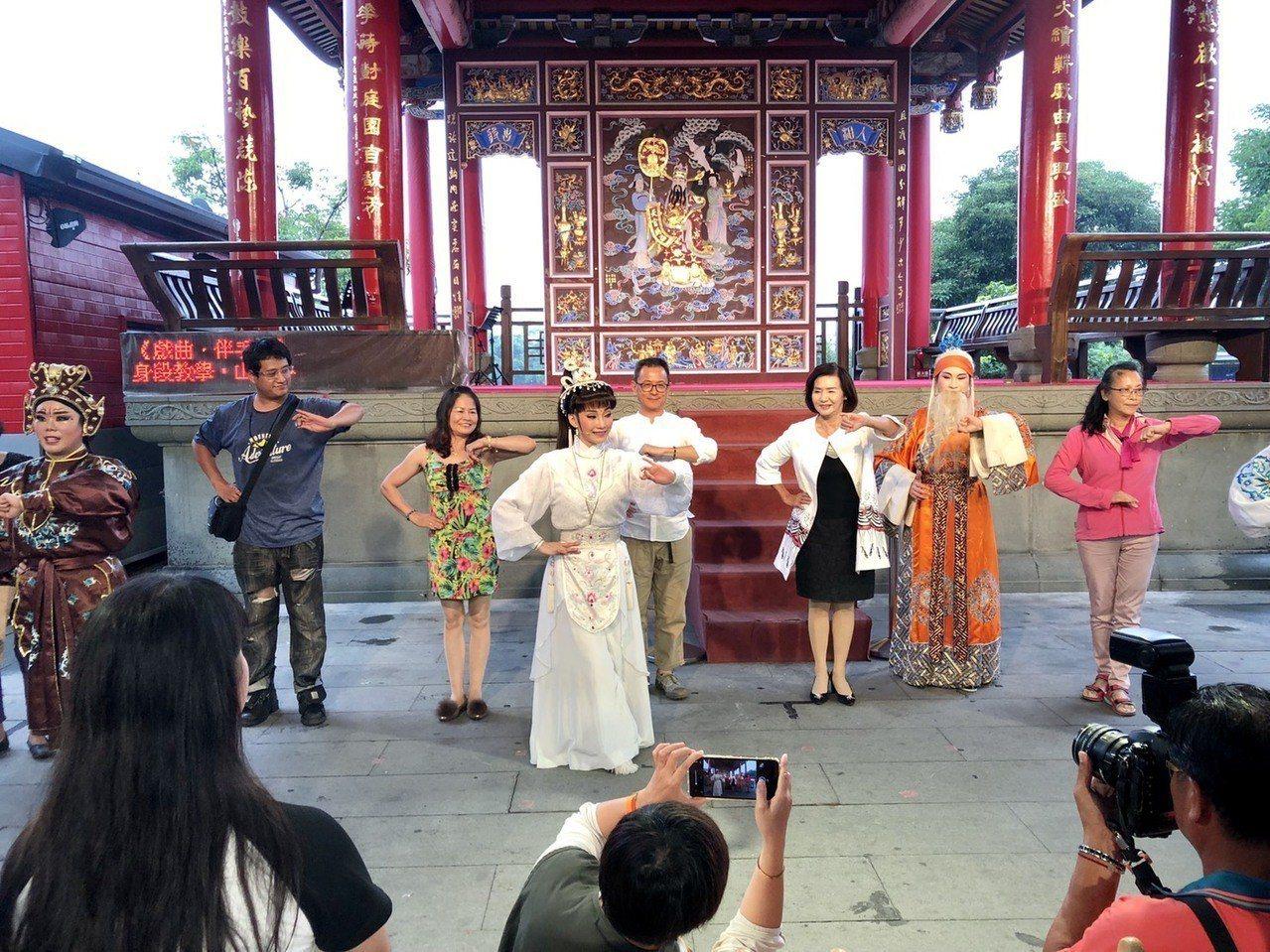 蘭陽戲劇團在國立傳統藝術中心宜蘭園區駐園演出,傳承劇曲文化,預計今年9月在宜蘭大...