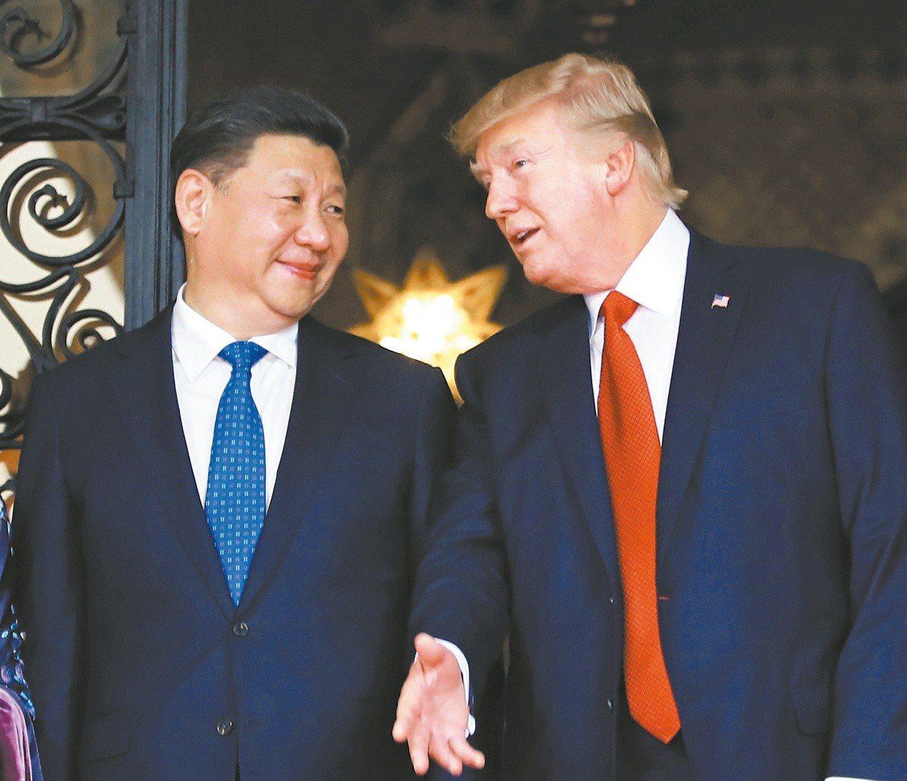 美國總統川普(右)急著和大陸國家主席習近平見面。美聯社資料照片