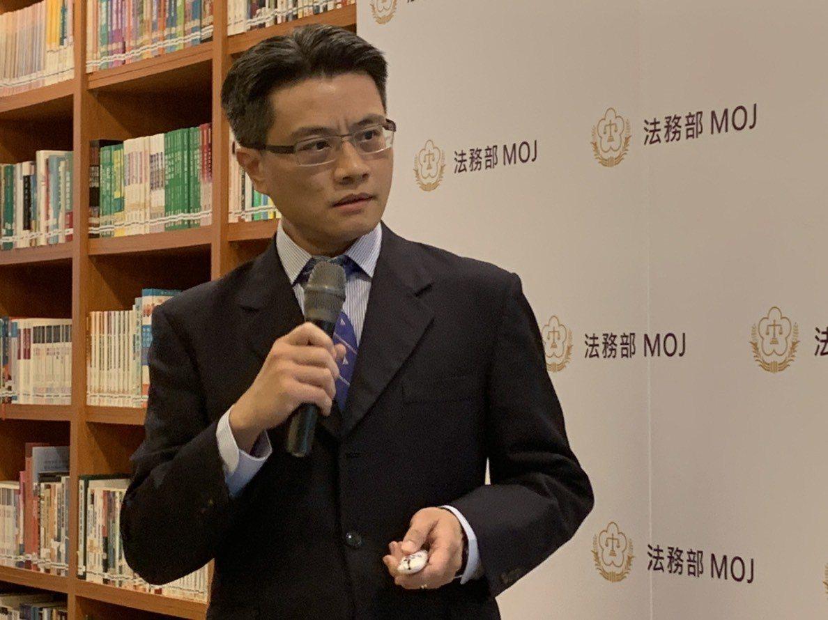 法務部檢察司副司長李濠松:新聞監看小組緊盯對政府不利的報導是天大誤會。記者王聖藜...