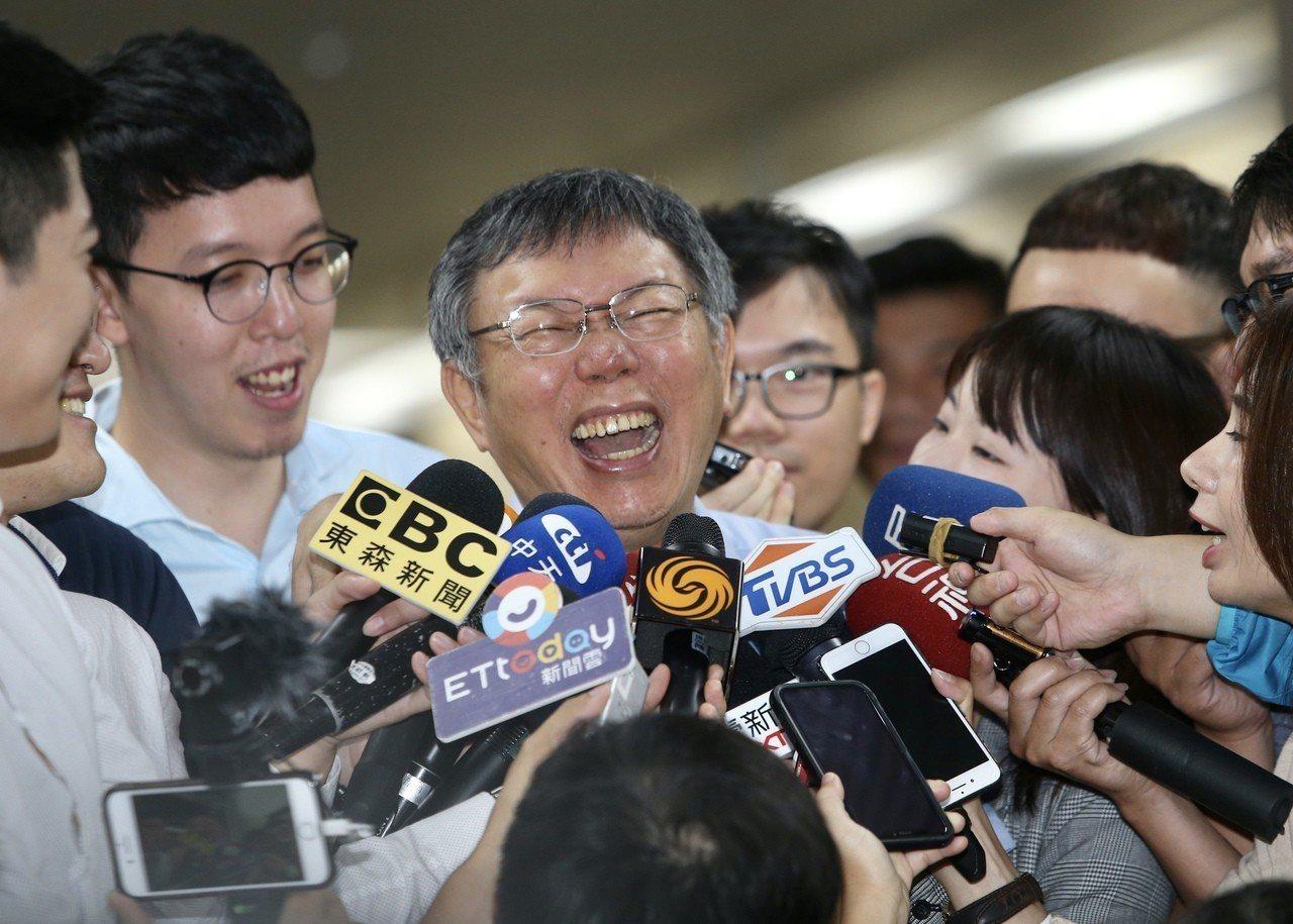 台北市長柯文哲說郭台銘是當大老闆的,行政能力可以信任。被媒體追問,是否認為202...