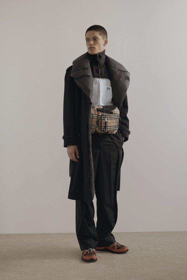 以工裝為靈感的多口袋腰包,是BURBERRY秋冬男裝的醒目配件。圖/BURBER...