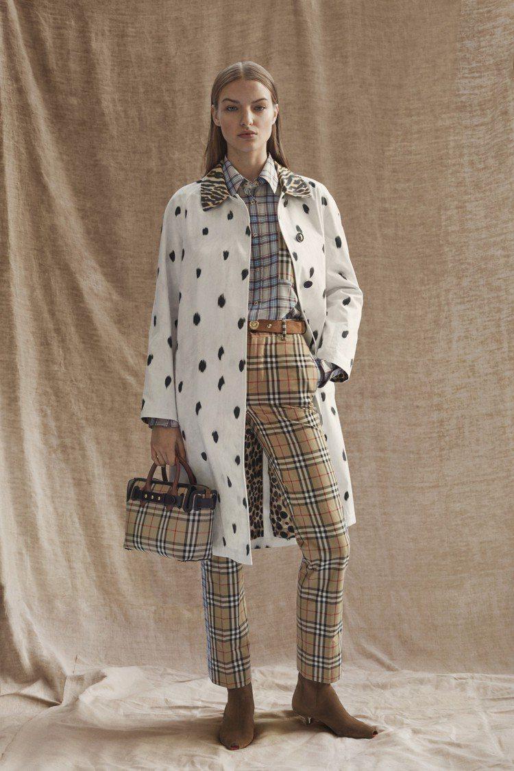 經典格紋單品仍是BURBERRY秋冬女裝的主軸之一。圖/BURBERRY提供