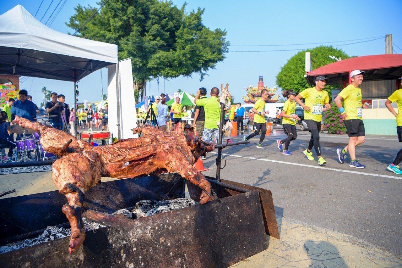 烤乳豬已經成為田中馬的基本配備。資料照片/運動筆記提供