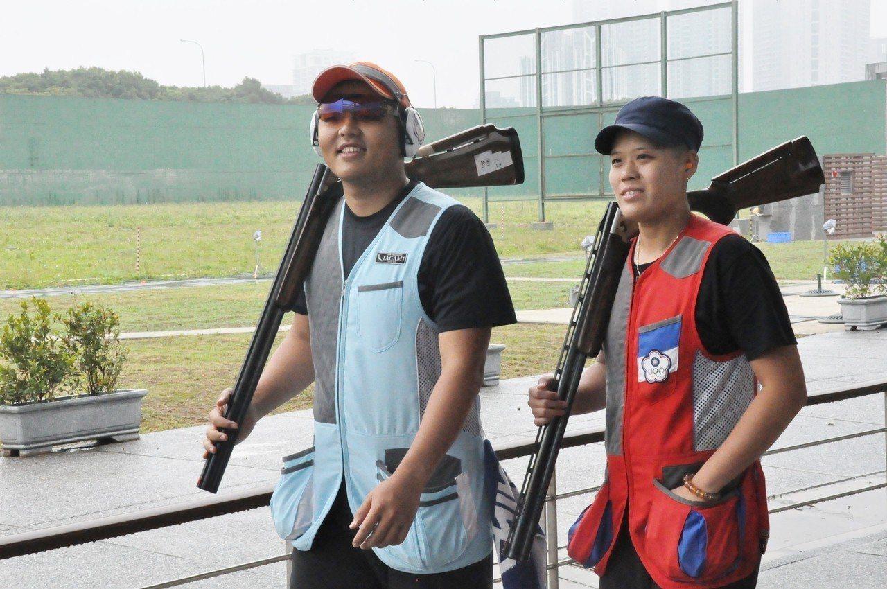 楊昆弼(左)和劉宛渝拿坡里世大運要爭取不定向飛靶混雙獎牌記。者曾思儒/攝影