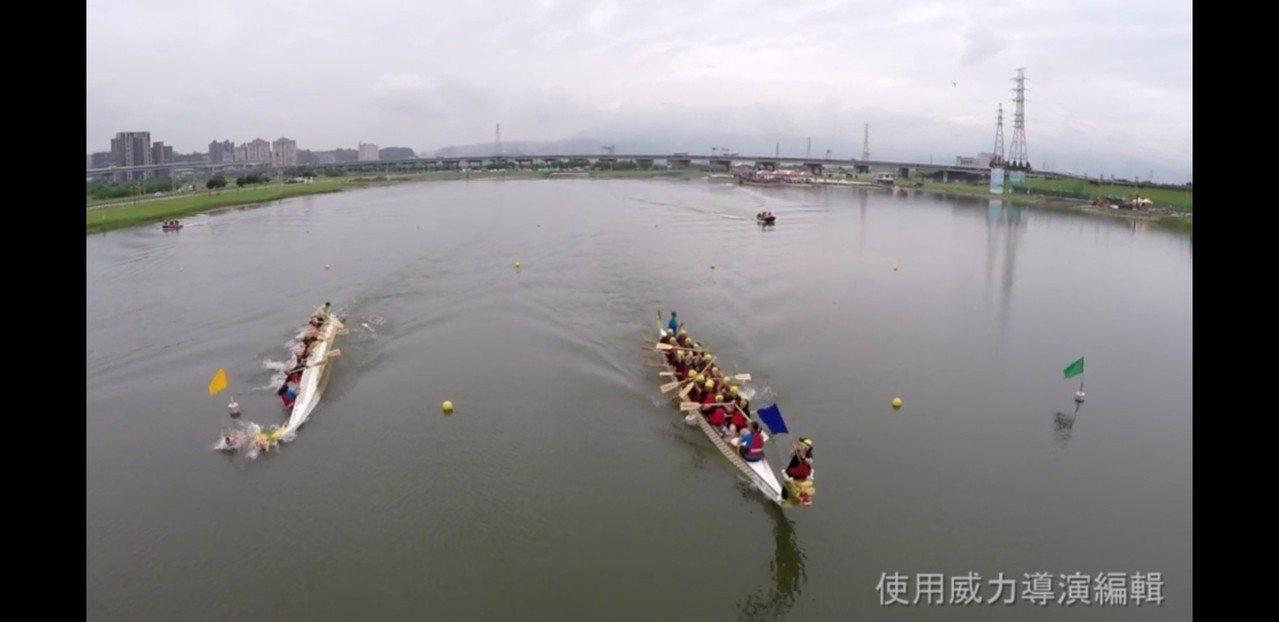 FBI泰國奪旗手疑因重心不穩,奪旗時連人帶船翻覆水中、場面有驚無險。圖/讀者提供