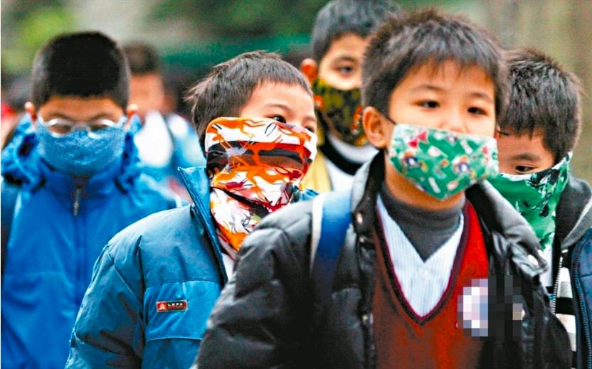 防空汙造成的氣喘,醫生指出戴口罩預防多少有效,但棉口罩效果較差。 圖/聯合報系資...
