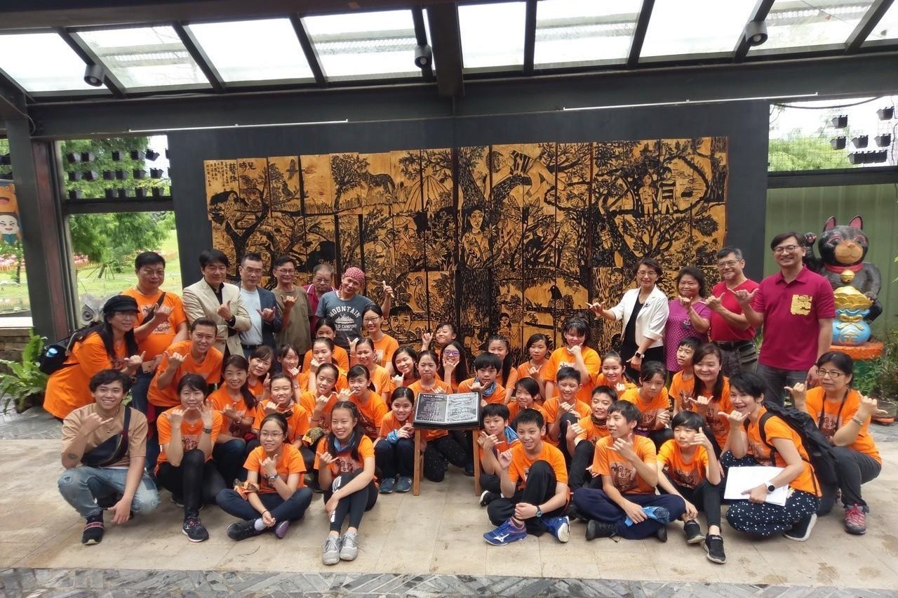 仿「浮生六記」 小學生集體木雕「兒時藝趣」