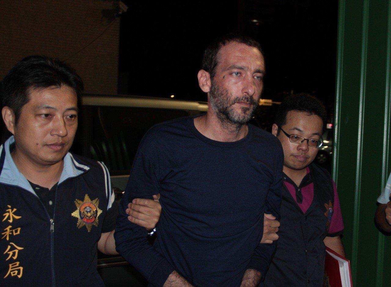 以色列籍男子孫武生(中)被指是殺人分屍案的主謀。本報資料照片