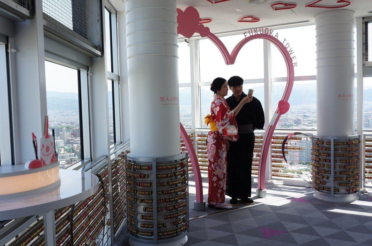 福岡塔被票選為戀人約會聖地。記者何雅玲/攝影
