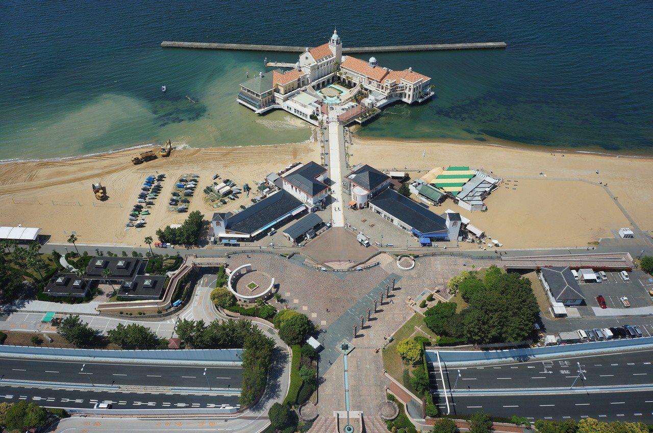 在福岡塔的頂層展望室可俯瞰福岡市區街景及博多灣沿海風景。記者何雅玲/攝影