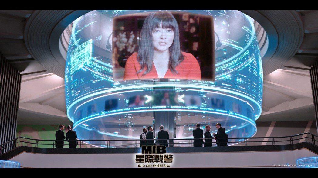 「MIB星際戰警:跨國行動」台灣版有唐綺陽「客串」。圖/索尼提供