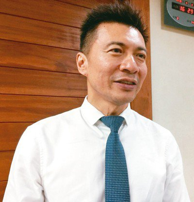 高雄市社會局長葉壽山將回屏東北區參選立委。 記者楊濡嘉/攝影