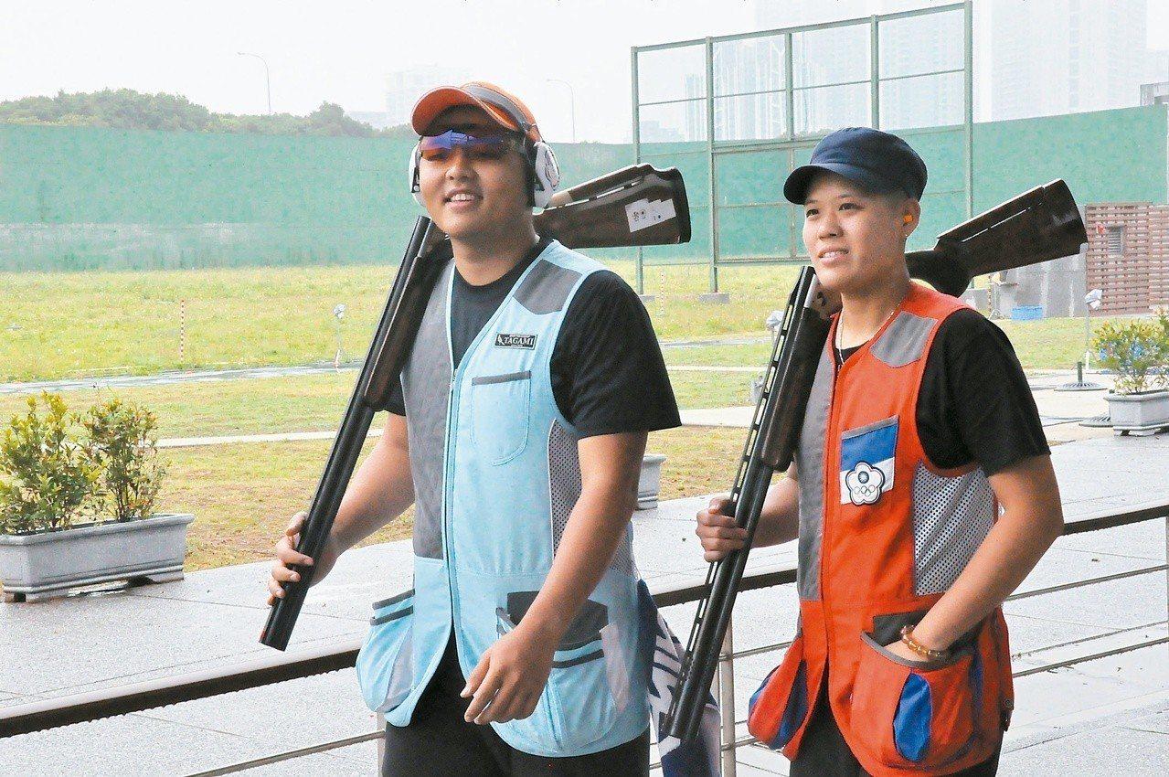 楊昆弼(左)和劉宛渝要爭取不定向飛靶混雙獎牌。 記者曾思儒/攝影
