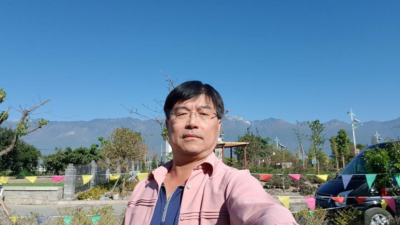 台南市警一分局前偵查佐蘇照明喜愛旅遊,退休前就考上專業導遊,退休後常帶團到大陸觀...