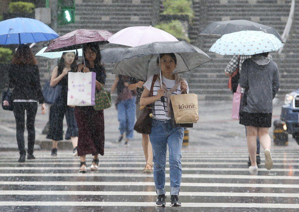 周日可能轉為全台有雨的狀況。 本報系資料照/記者余承翰攝影