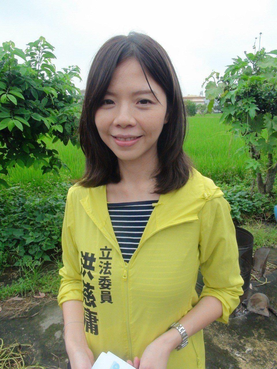時代力量立委洪慈庸今受訪表示,呼籲台灣人要有自覺,不要再被九二共識所騙。記者余采...