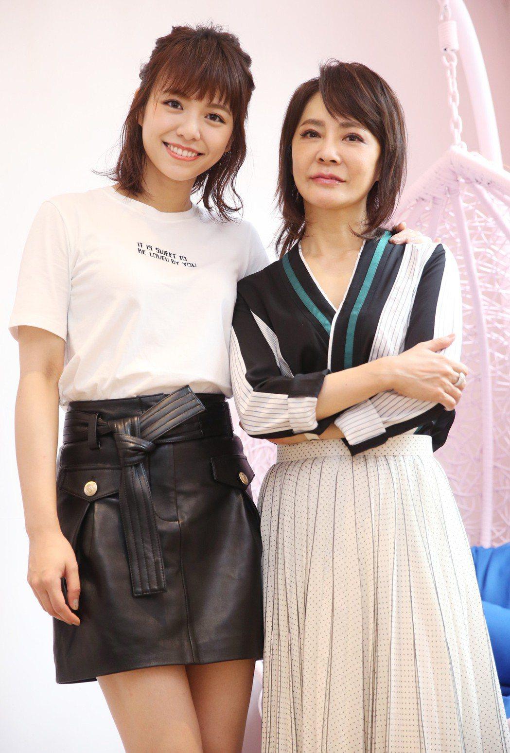 「我的青春都是你」監製柴智屏(右)、女主角宋芸樺(左)。記者曾學仁/攝影