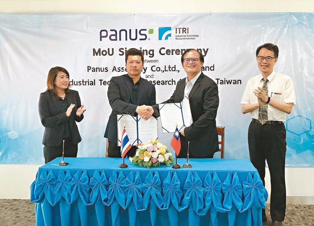 工研院機械所所長胡竹生(右二)與泰國物流運輸公司Panus公司執行長Panus ...